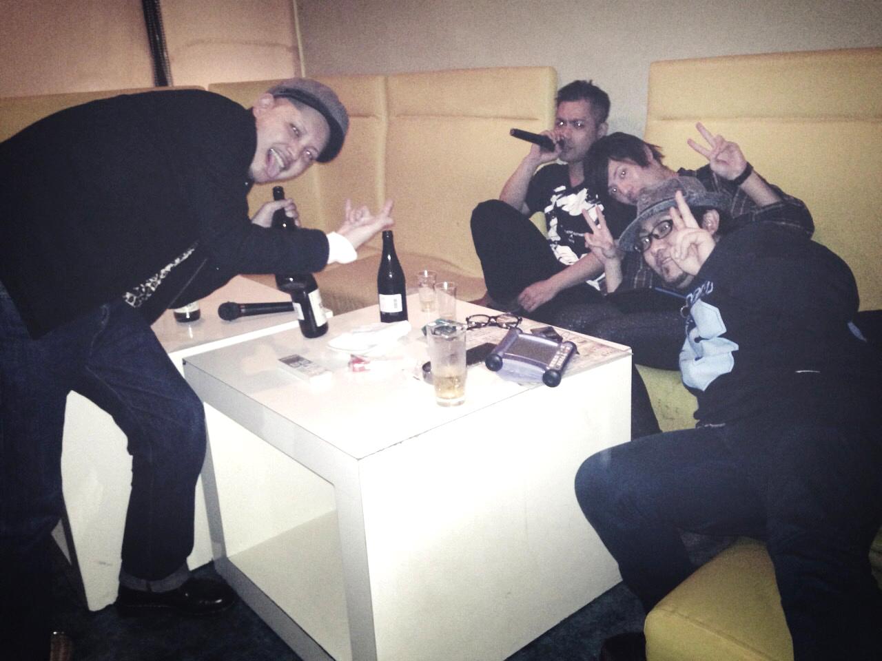 酔っぱらい4人組のカラオケナイト